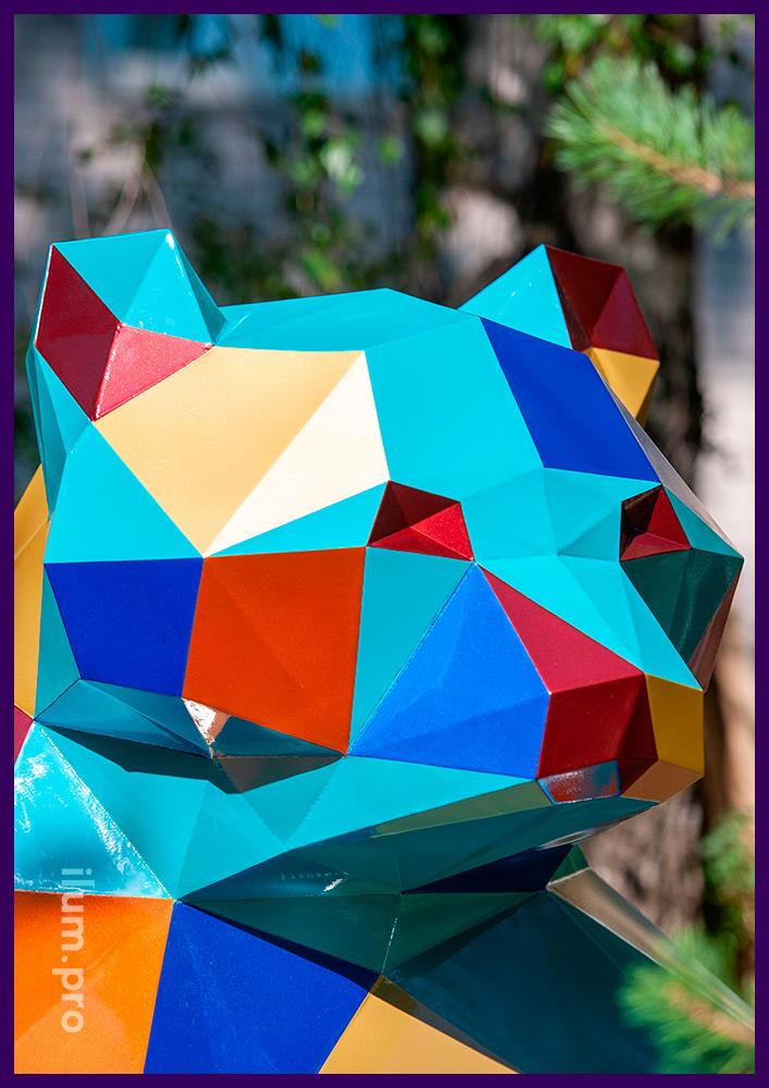 Фигура металлическая полигональная в форме медведя, разноцветное покрытие для улицы
