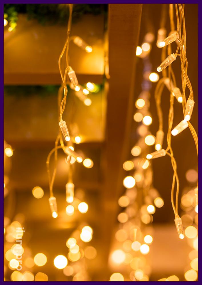 Подсветка террасы гастробара в Иркутске светодиодной бахромой с прозрачным проводом