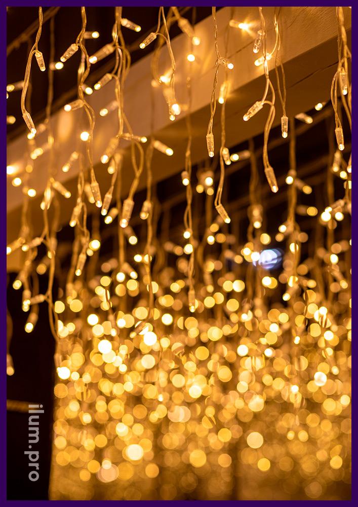 Украшение гирляндами веранды ресторана в Иркутске, декоративная подсветка для улицы