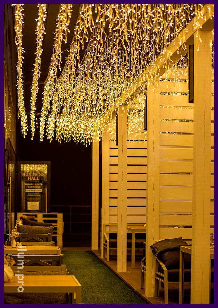 Украшение ресторана в Иркутске гирляндами тёпло-белого цвета, иллюминация IP65