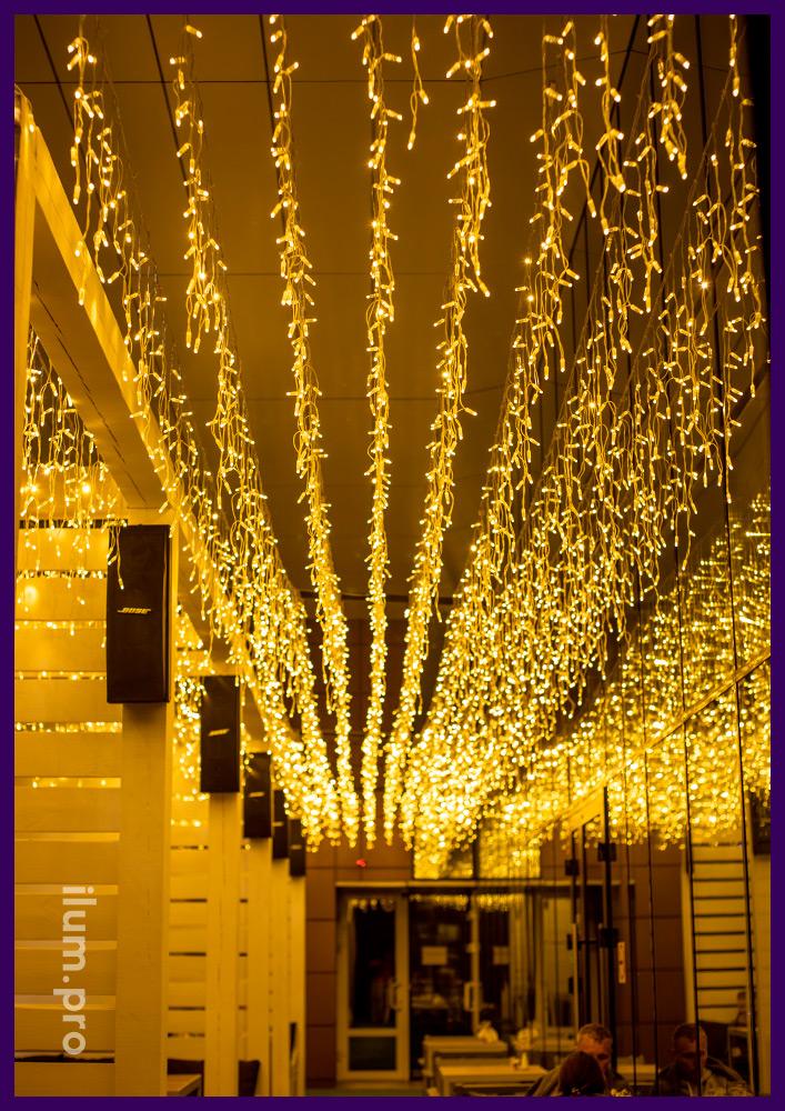 Иллюминация светодиодная тёпло-белая для ресторана Свердлов в Иркутске, подсветка летней террасы
