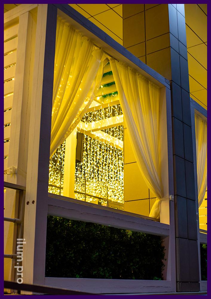 Бахрома светодиодная тёплая для летней террасы гастробара в Иркутске, гирлянды для улицы и интерьера