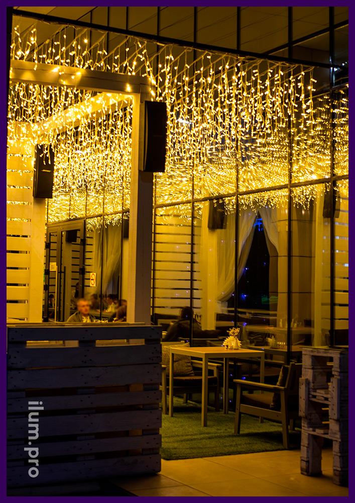 Звёздное небо из гирлянд для летней веранды гастробара в Иркутске, поставка бахромы