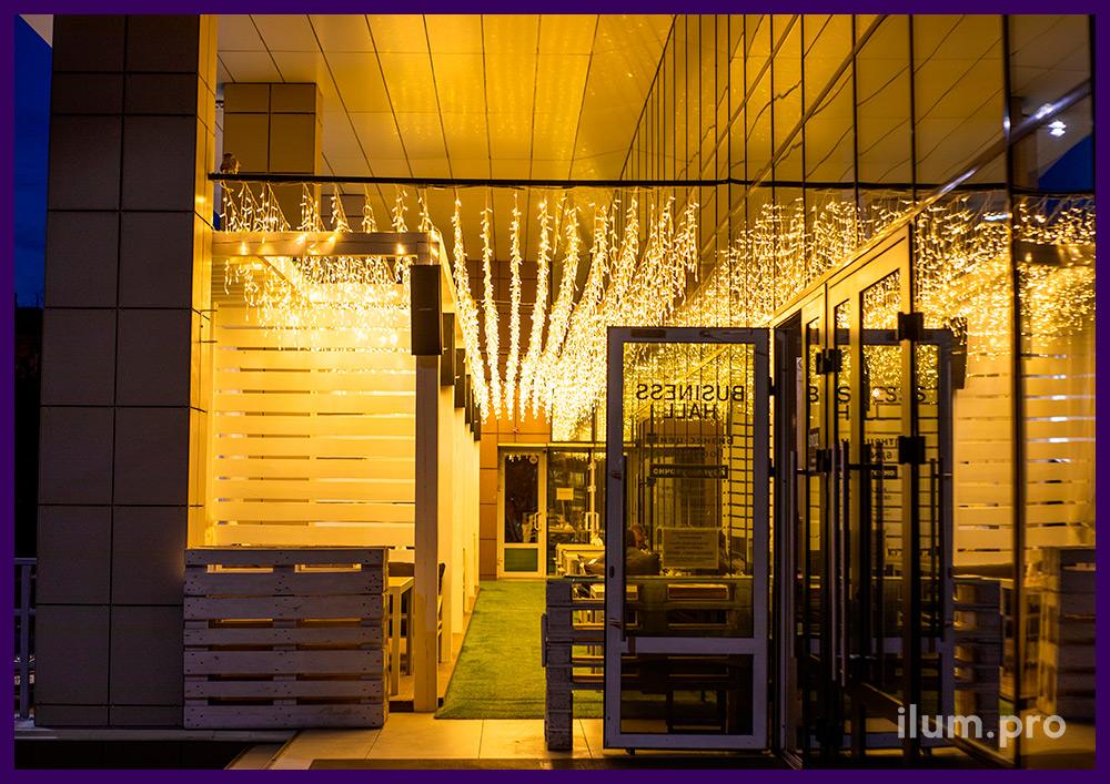 Подсветка летней веранды тёпло-белой светодиодной бахромой с нитями 30-60 см