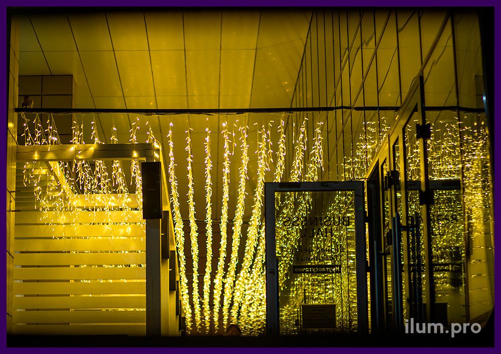 Подсветка ресторана светодиодными гирляндами классического тёпло-белого цвета