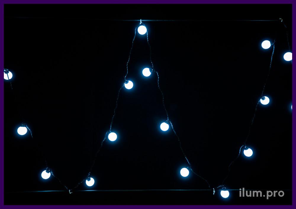 Гирлянда с крупными белыми лампочками на чёрном проводе - мультишарики, IP65
