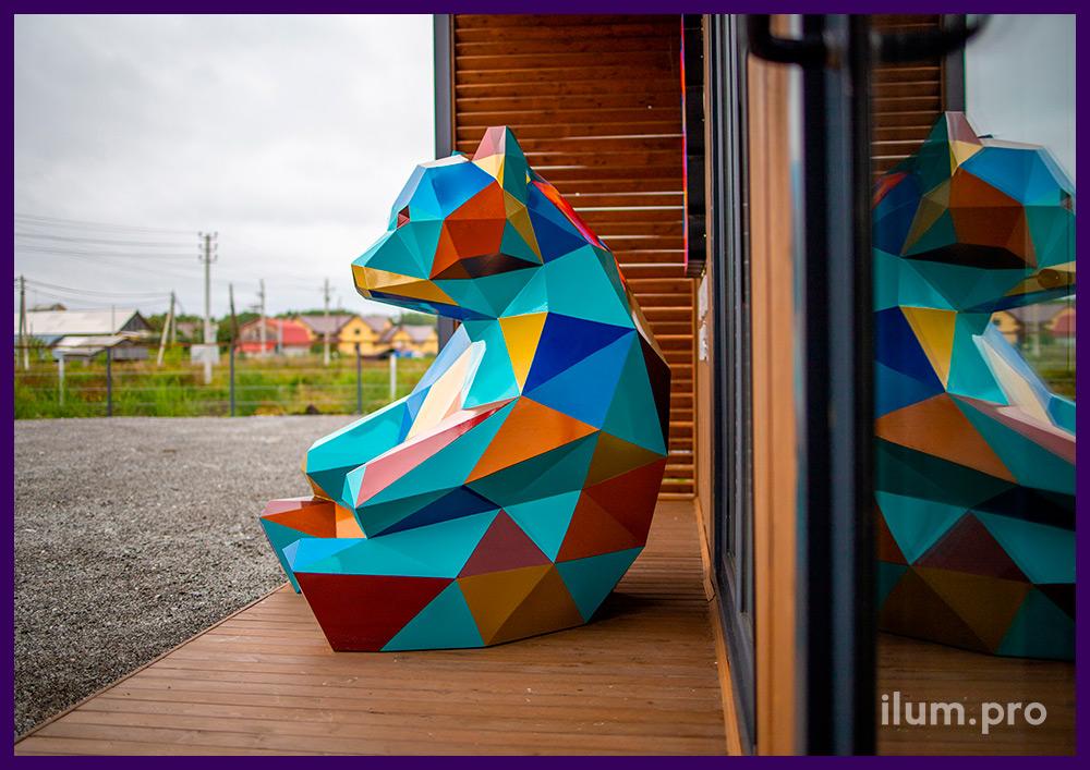 Медведь полигональный стальной с разноцветным окрашиванием, г. Тюмень