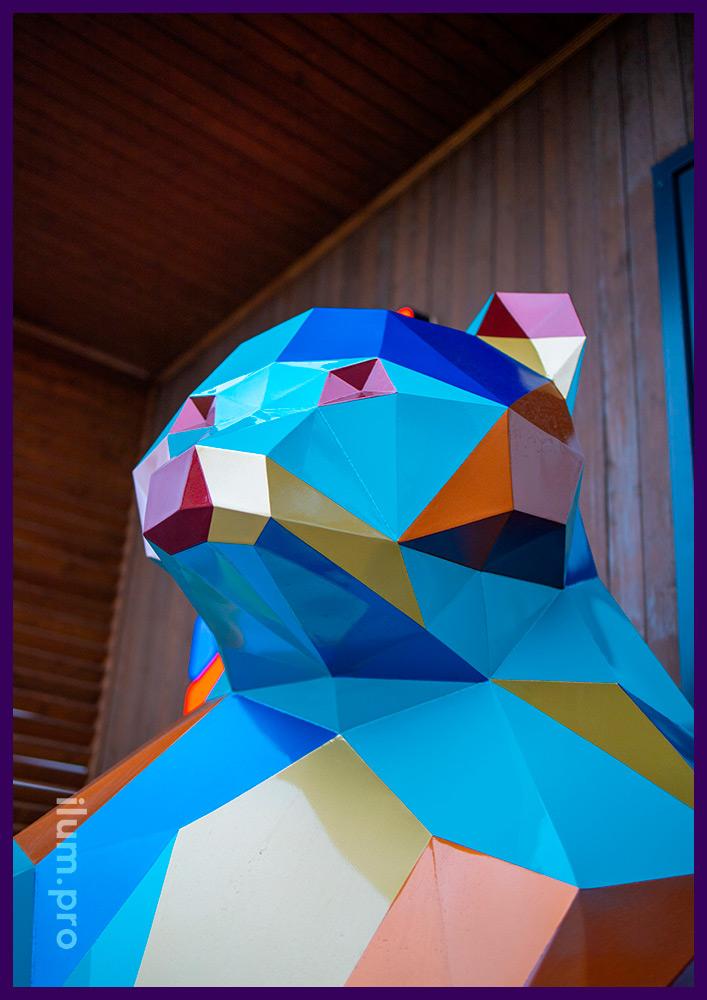 Медведи полигональные разноцветные для украшения территории ЖК и благоустройства