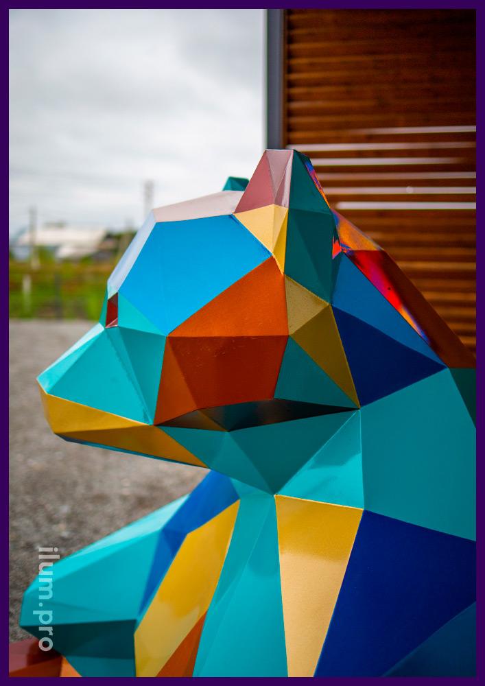 Декоративный арт-объект из крашеной стали - полигональный мишка в Тюмени