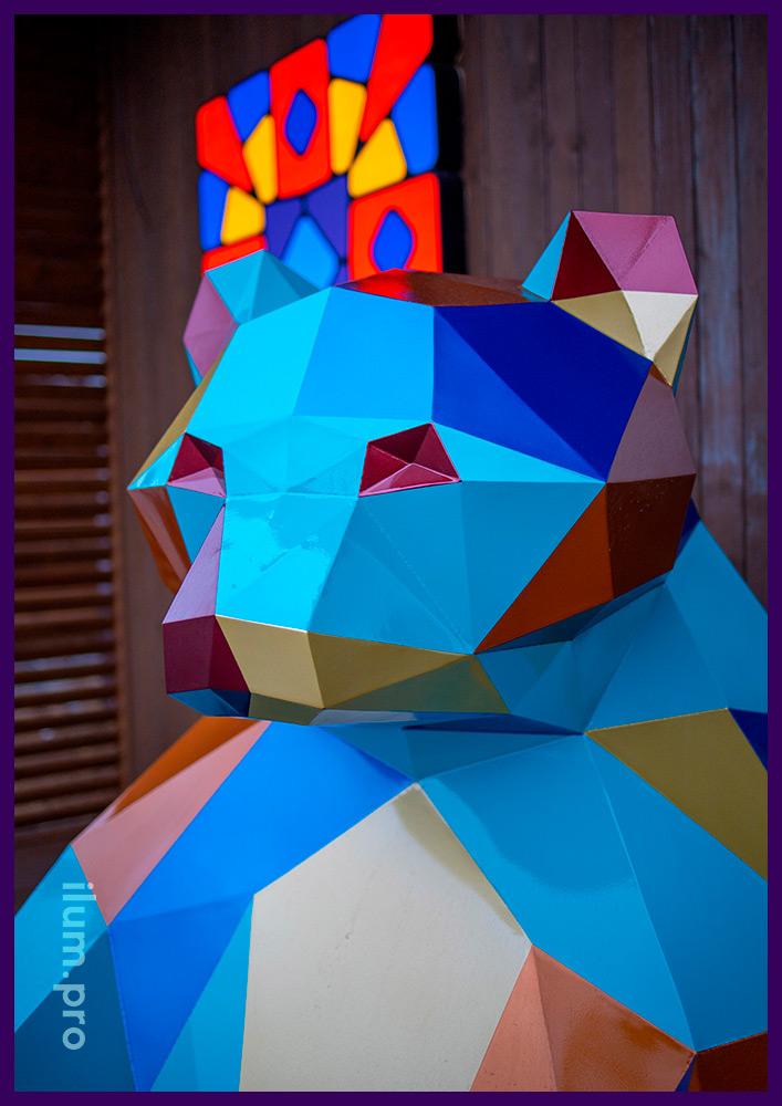 Медведь полигональный - арт-объект в Тюмени, установленный перед офисом ЖК Мозаика Парк
