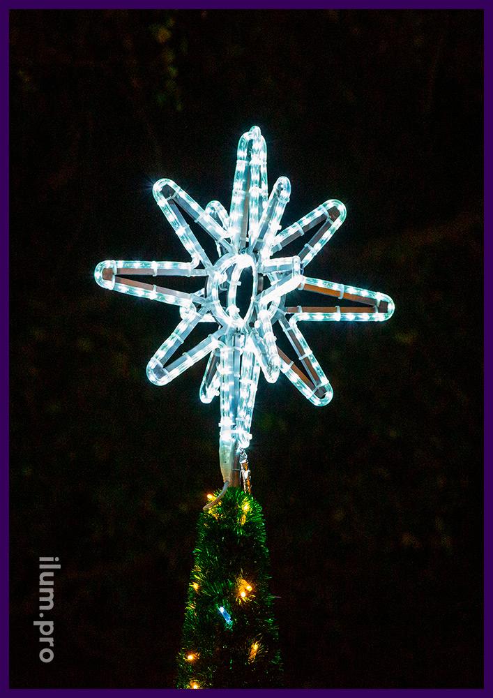 Пушистая искусственная ёлка из мишуры и гирлянд с макушкой в форме звезды - высота 3 метра