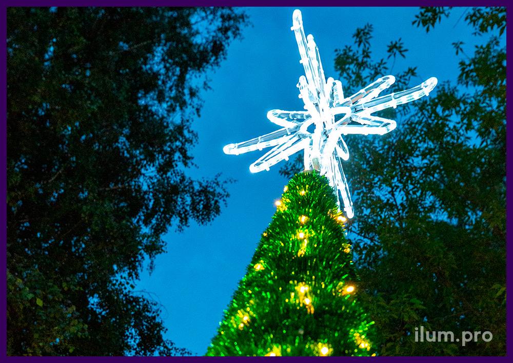 Новогодний конус из мишуры и гирлянд, макушка в виде звезды из дюралайта