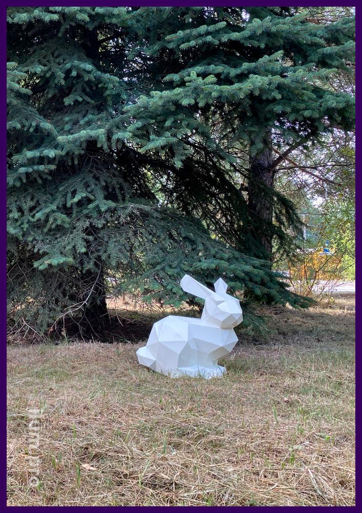 Заяц белый полигональный из стали, скульптура для украшения газона