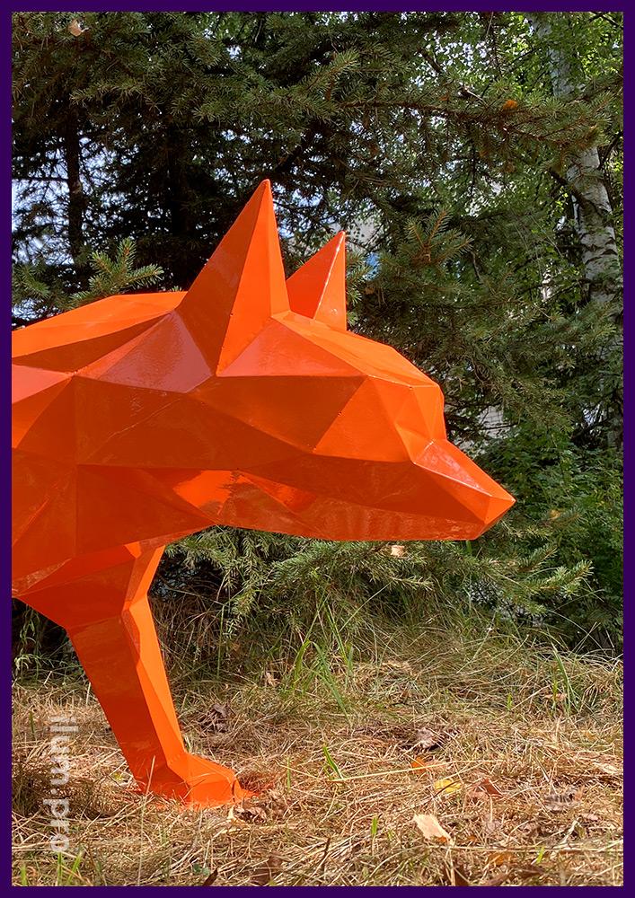 Оранжевая полигональная скульптура в форме лиса из стали толщиной 1,5 мм