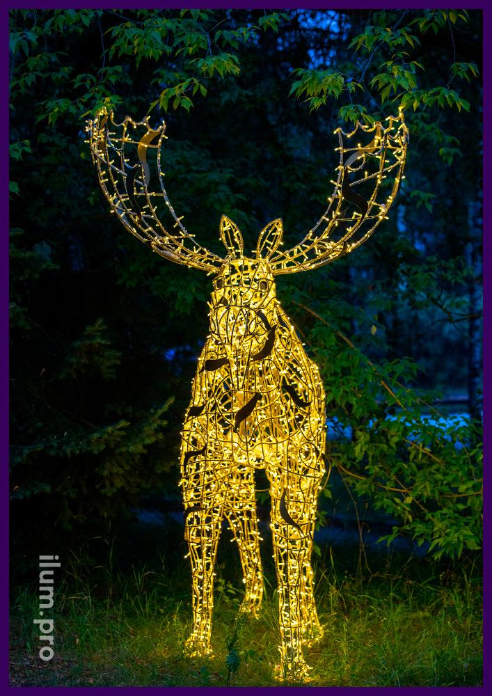 Металлическая фигура лося с подсветкой гирляндами с защитой от мороза и осадков