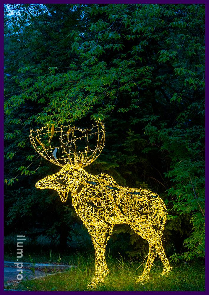 Лось с подсветкой гирляндами, новогодние декорации из иллюминации и нержавеющего каркаса