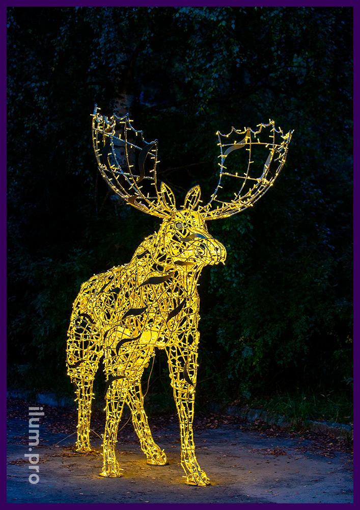 Лось с тёпло-белыми светодиодными гирляндами для украшения парков и скверов на Новый год и другие праздники