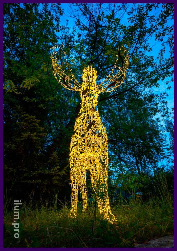 Светящийся лось с гирляндами - декорации на Новый год и другие праздники