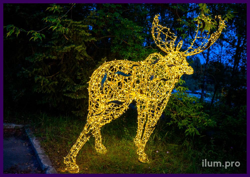 Новогодняя фигура в форме лося светодиодного с гирляндами и алюминиевым каркасом