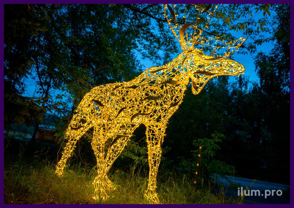 Лось из гирлянд на прочном и лёгком алюминиевом каркасе - крупная декоративная фигура на Новый год
