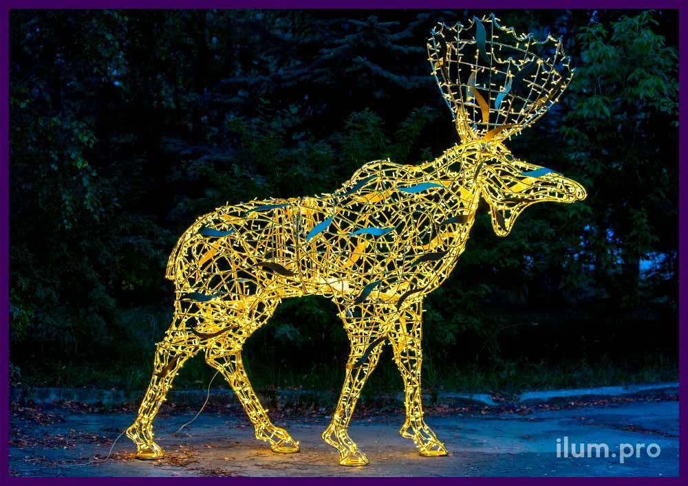 Высокий лось с гирляндами и каркасом из крашеного алюминия, новогодние декорации для улицы