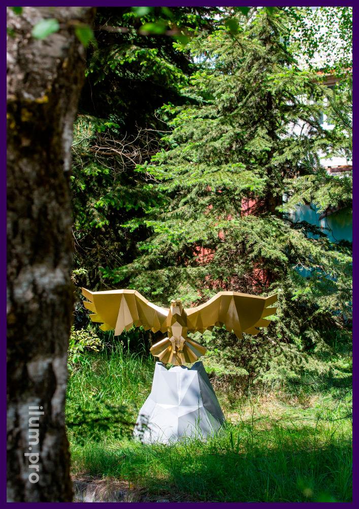 Орёл полигональный золотой с большими крыльями - металлический арт-объект