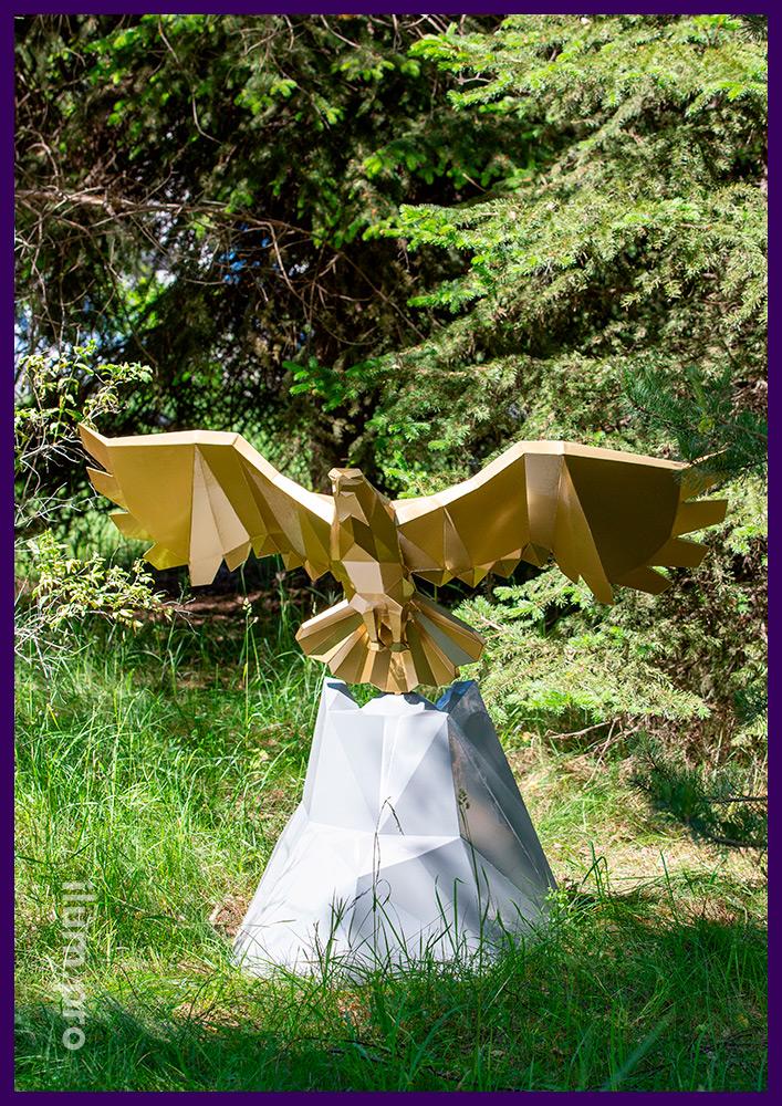 Орёл полигональный металлический - арт-объект с порошковой краской золотого и серого цвета