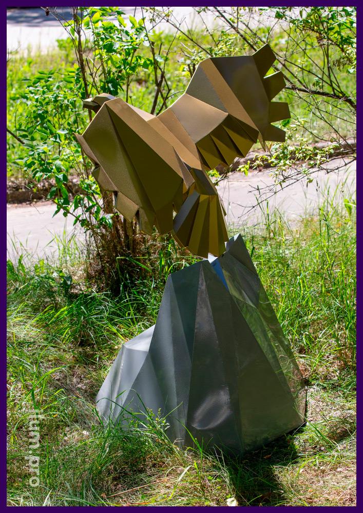 Металлический арт-объект в парке - фигура орла над скалой с порошковой краской