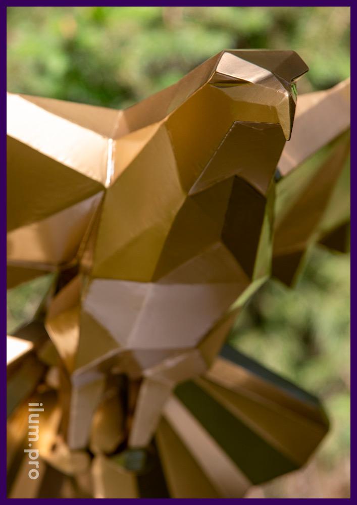 Металлическая полигональная фигура орла с золотой краской, арт-объект из стали