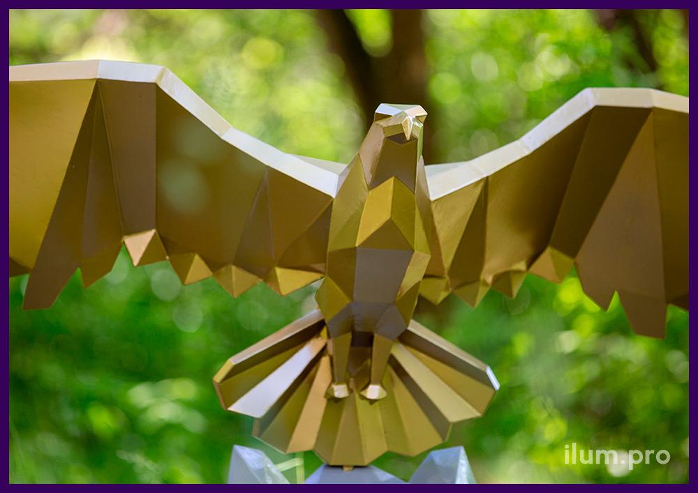 Орёл полигональный золотой - металлический арт-объект, окрашенный порошковой краской