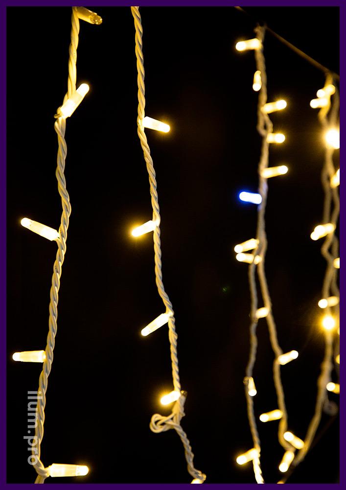 Мерцающий светодиодный стринг длиной 10 м, тёпло-белое свечение на белом проводе из каучука
