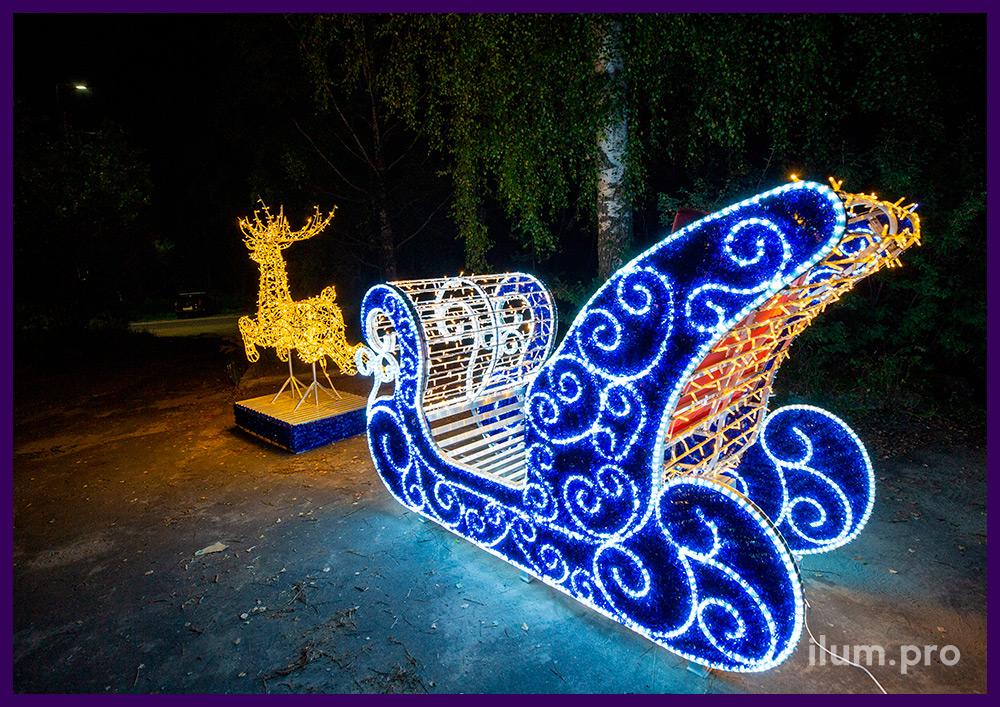 Новогодняя фотозона для украшения улицы - олень и сани Деда Мороза с гирляндами