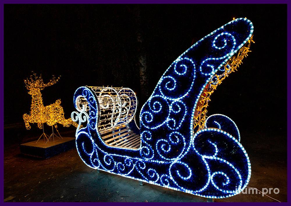 Фотозона с гирляндами и мишурой в форме саней Деда Мороза и оленя