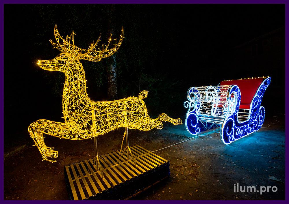 Олень и сани - новогодняя фотозона с подсветкой гирляндами и мишурой