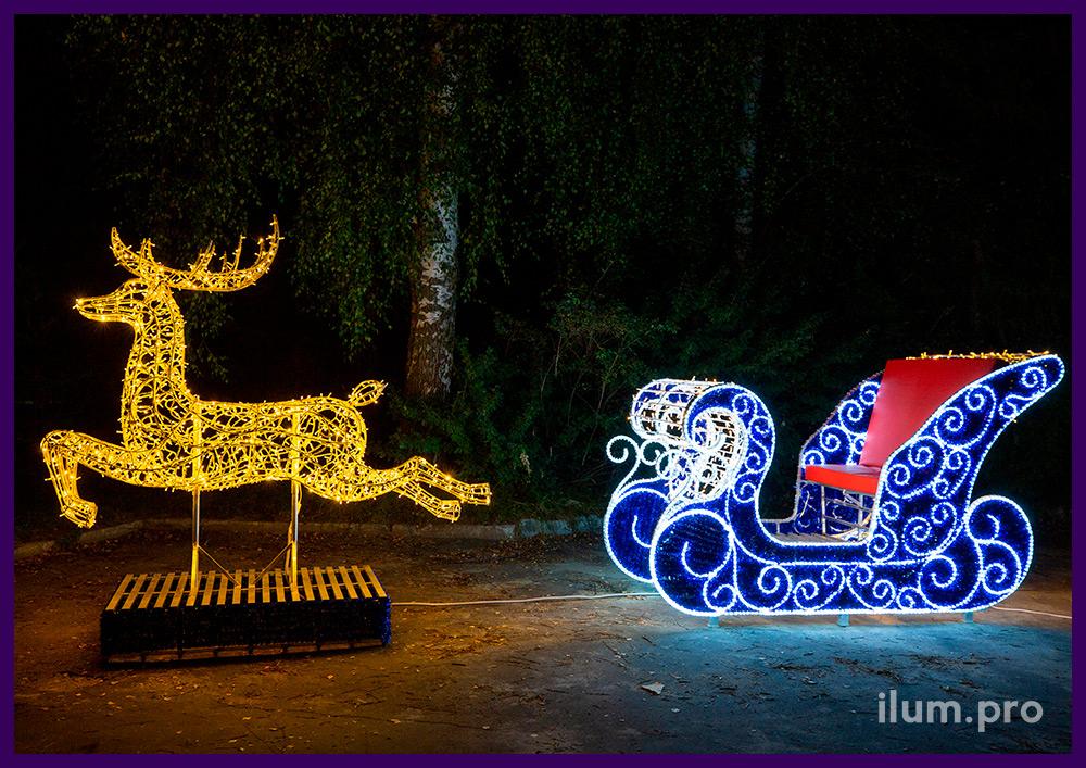 Декоративные фигуры с подсветкой уличными гирляндами в форме оленя с санями