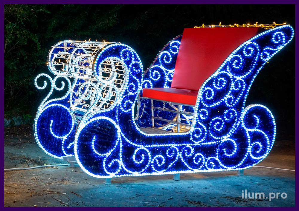 Новогодние декорации из гирлянд и дюралайта с мишурой - сани и олень
