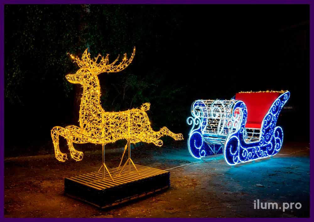 Сани Деда Мороза, запряжённые светодиодным оленем из гирлянд и дюралайта