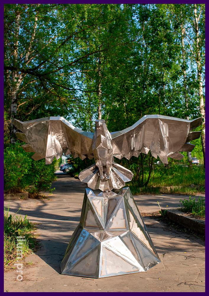 Металлическая полигональная скульптура орла для размещения на улице и в интерьере