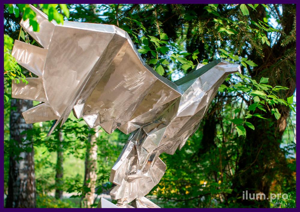 Металлический полигональный орёл - садово-парковая ландшафтная скульптура
