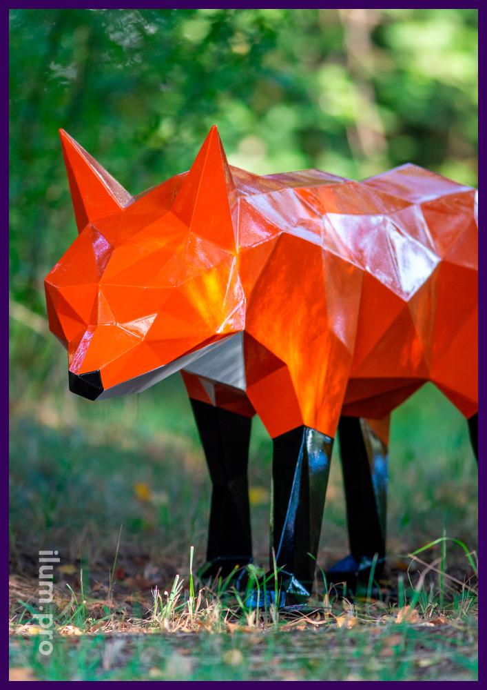 Металлическая ландшафтная скульптура лисы из стали в полигональном стиле