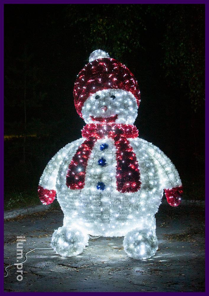 Снеговики из мишуры и гирлянд для улицы на Новый год, иллюминация с защитой от осадков и мороза
