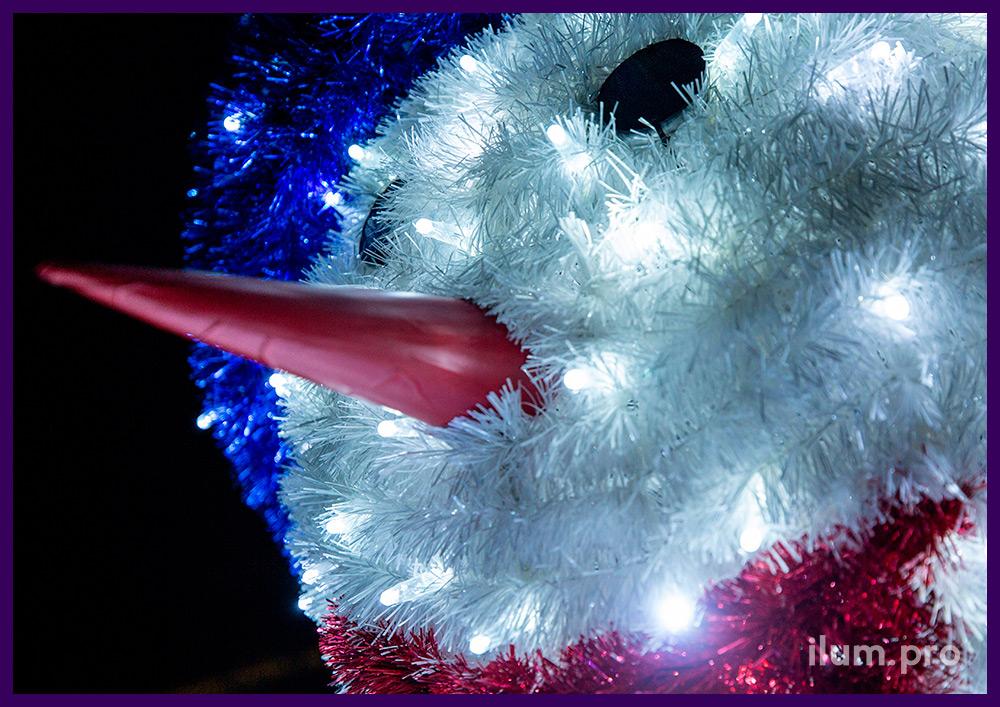 Снеговик из мишуры и гирлянд на прочном и лёгком алюминиевом каркасе для украшения площади
