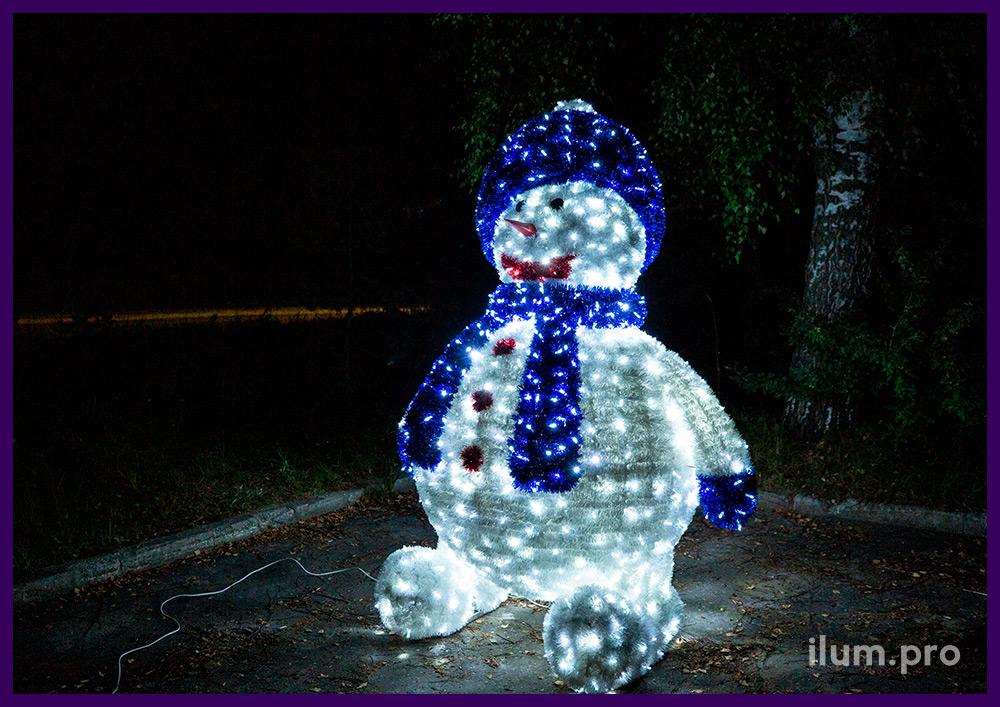 Снеговик из гирлянд и мишуры, алюминиевый каркас с защитой от коррозии