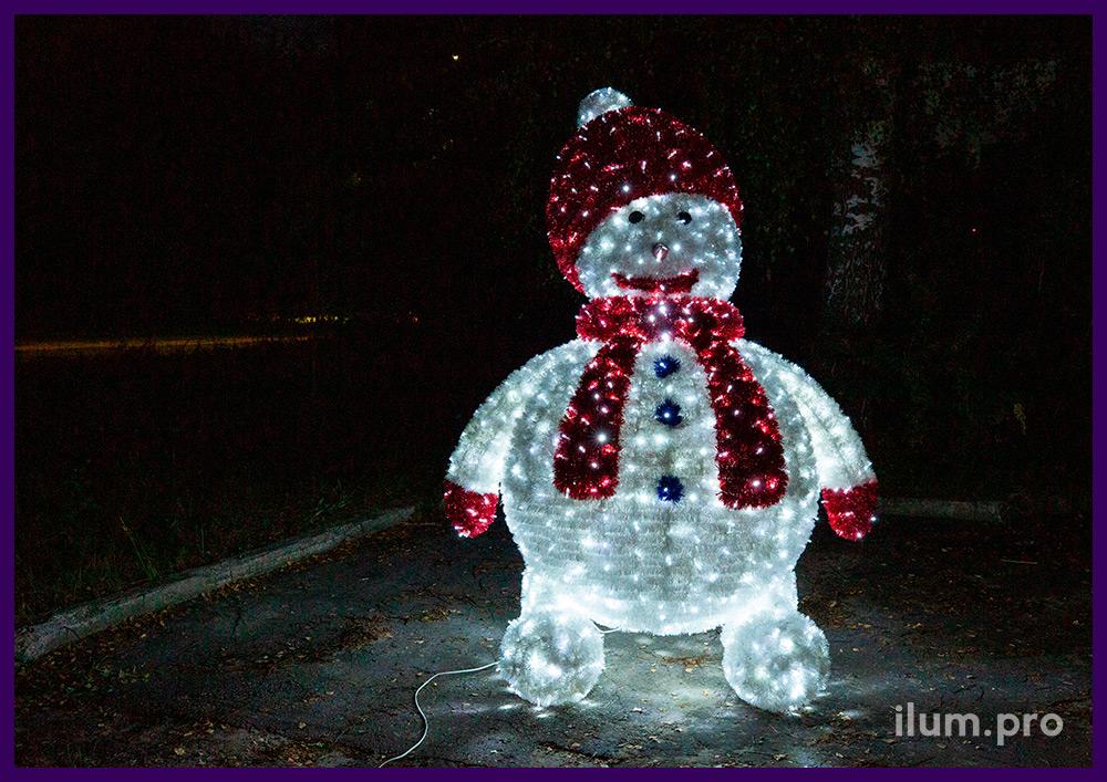 Объёмная фигура снеговика с гирляндами и блестящей мишурой, новогодние декорации для торговых центров