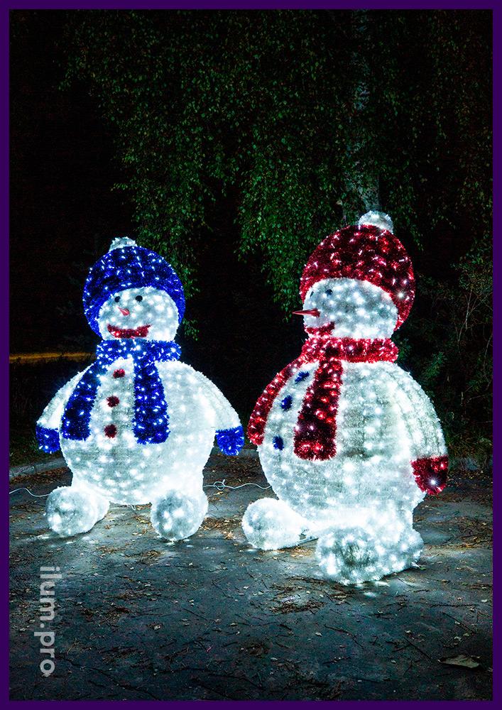 Снеговики светодиодные с мишурой и гирляндами, каркас из алюминия, высота 2,5 метра