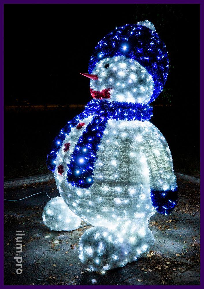 Снеговик из пушистой мишуры и светодиодных гирлянд высотой 2,5 метра, декор для города