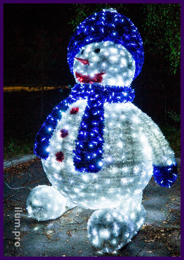 Объёмная светодиодная фигура снеговика высотой 2,5 метра, декорации с мишурой и гирляндами