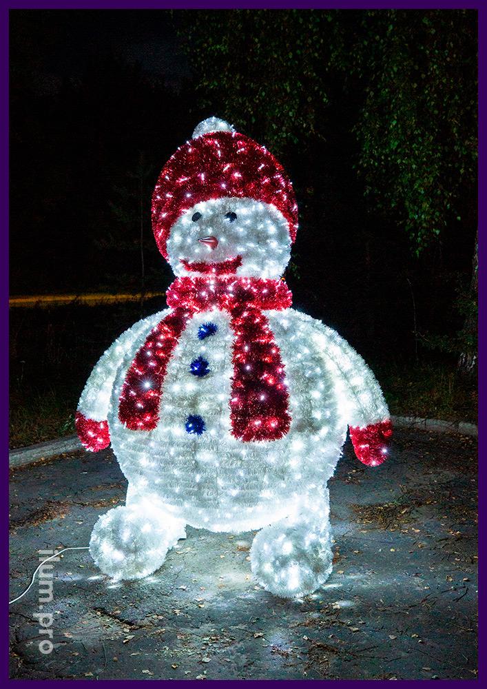 Снеговики из гирлянд и мишуры на каркасе из алюминиевого сплава, новогодние декорации