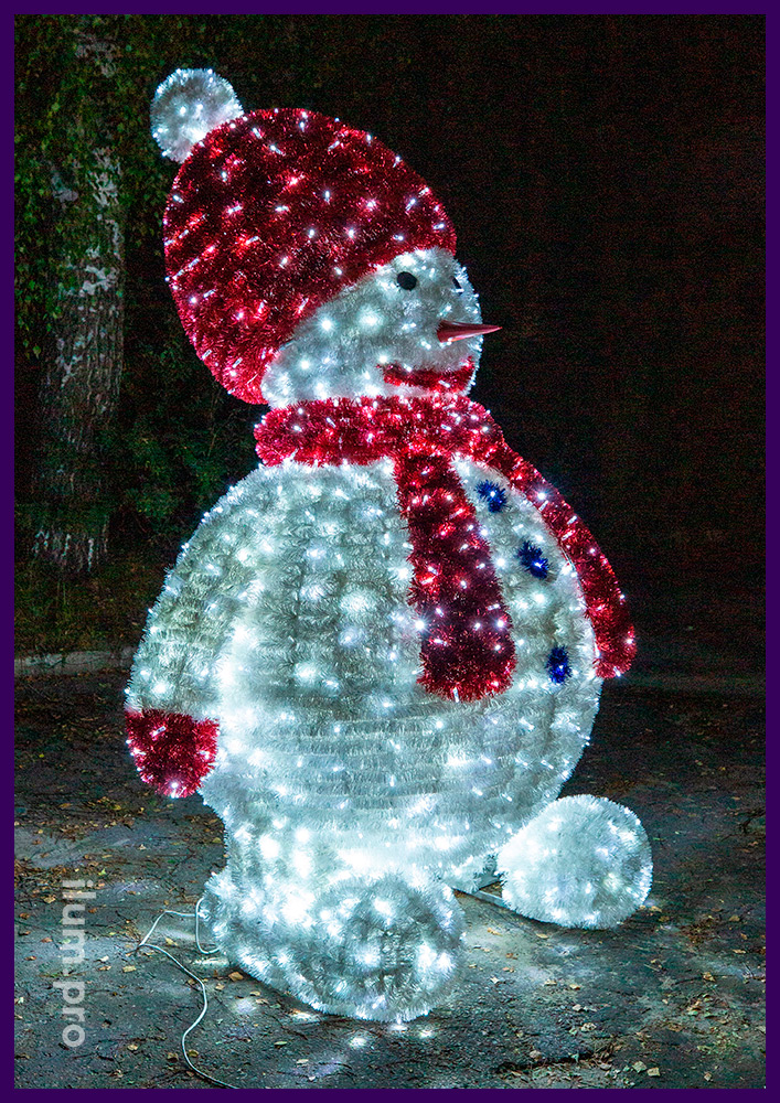 Снеговики с гирляндами и мишурой на каркасе из нержавеющего алюминиевого сплава