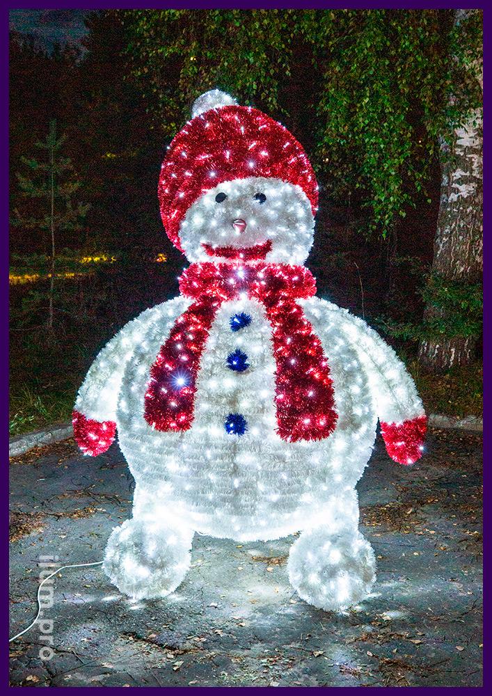 Пушистая светодиодная фигура с мишурой и гирляндами IP65 в виде гигантского снеговика